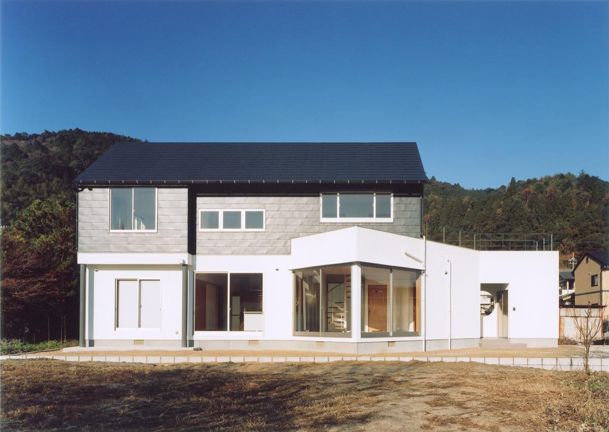 三角形が空間の広がりを作り出す家
