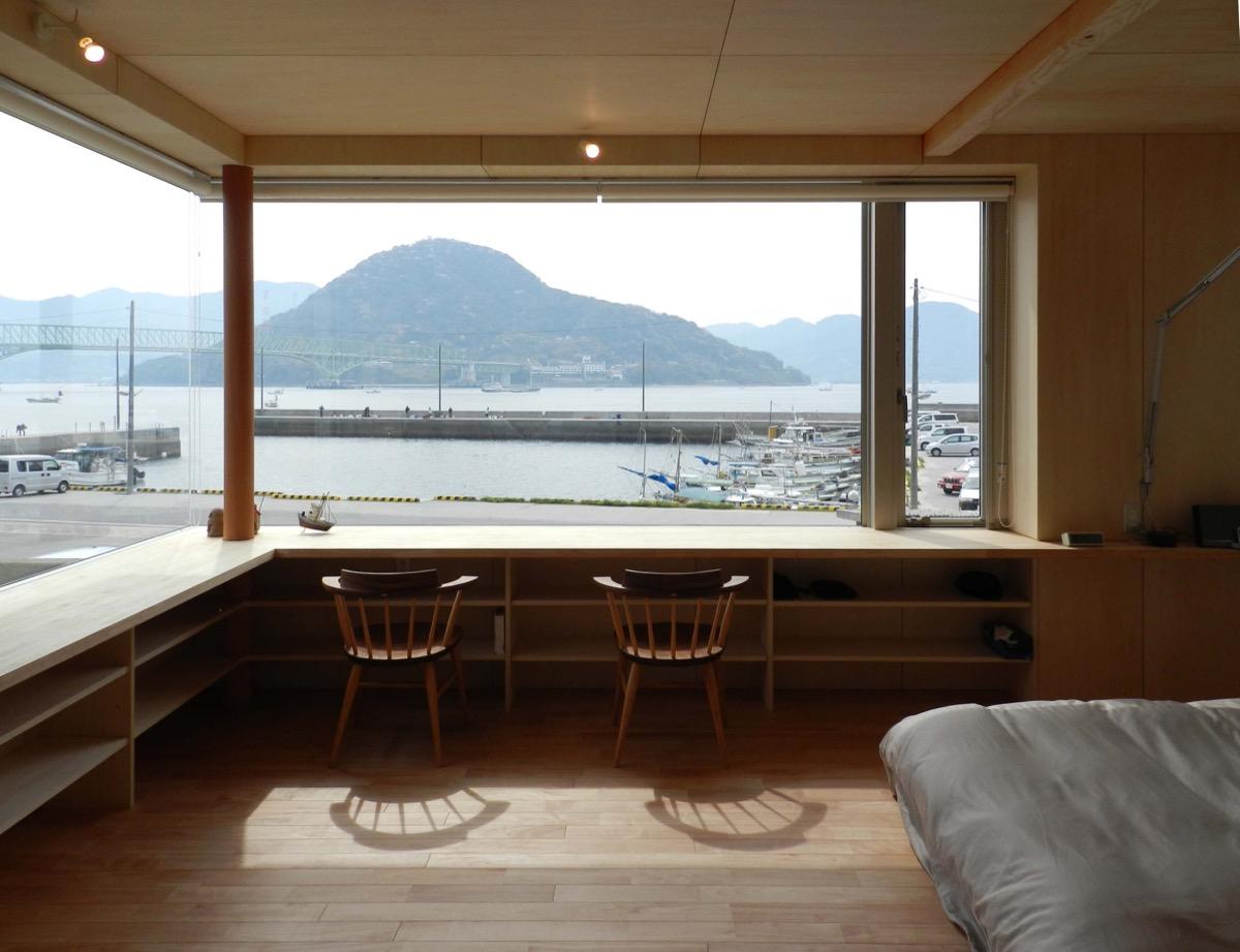 大畠の瀬戸を眺めるシンプルモダンな家